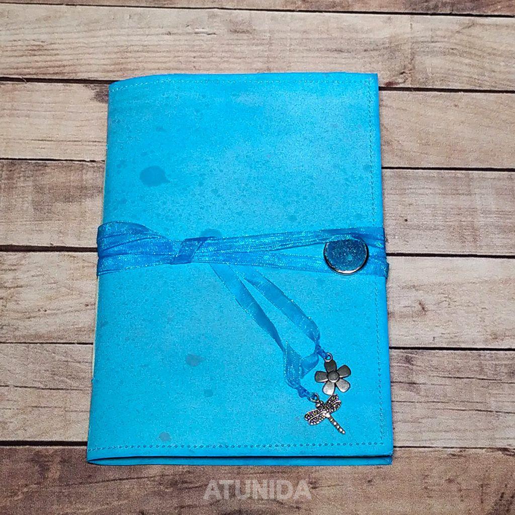 Diario fantasía azul elaborado a mano